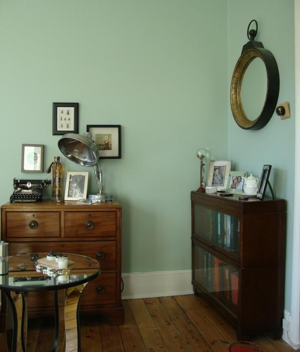 Vintage Eclectic Deco Flea Market Bazaar Bohemian Living Room. (2)