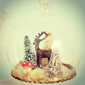 Snow Globe decoration Anthropologie 1